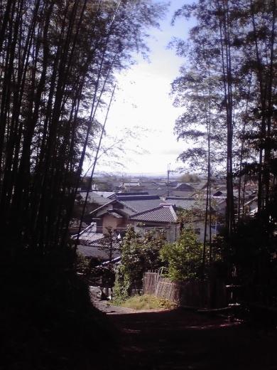 山麓へ下る小道