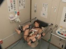 変態マゾ奴隷をトイレに拘束して性欲処理用の肉便器にして調教 - エロ動画 アダルト動画
