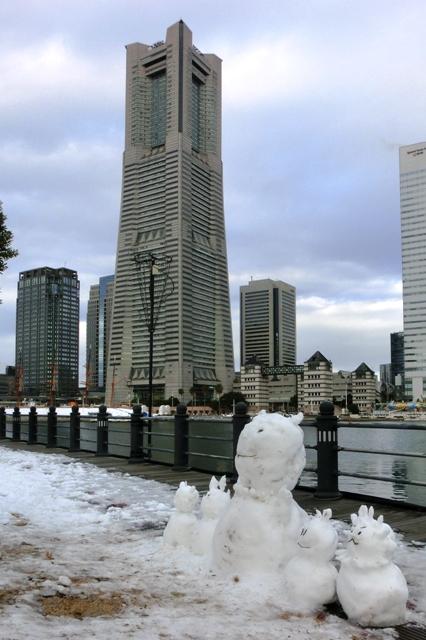 横浜ランドマークタワーとかわいい雪だるま