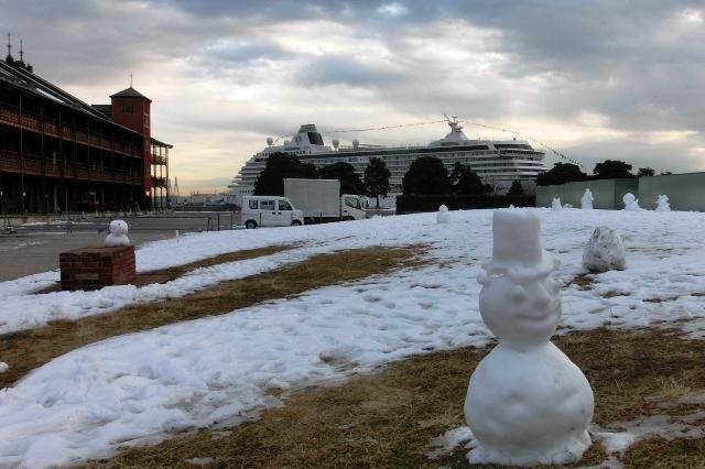 横浜港大さん橋国際客船ターミナルに停泊中のに豪華客船クリスタル・セレニティ