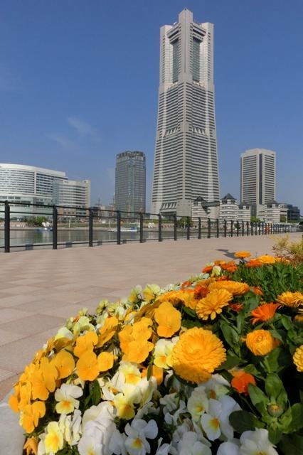 アニヴェルセルみなとみらい横浜からみた横浜ランドマークタワー