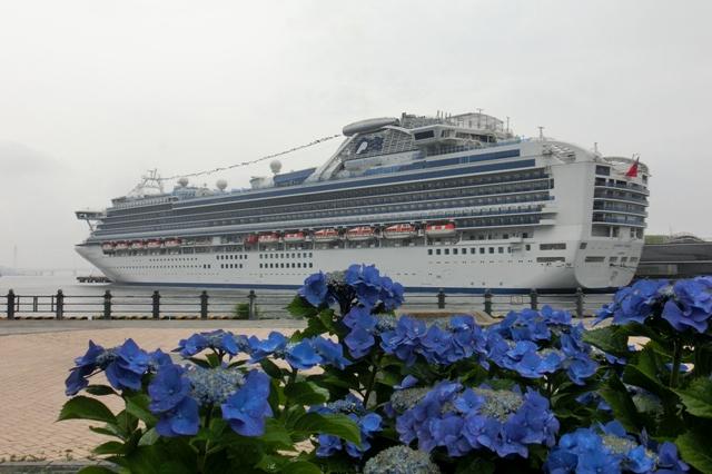横浜港大さん橋国際客船ターミナルに停泊中のダイヤモンド・プリンセス号