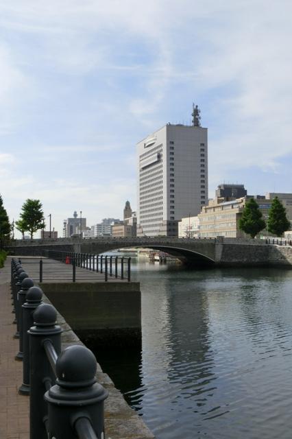 万国橋から望む横浜税関