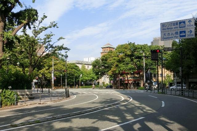 開港広場前