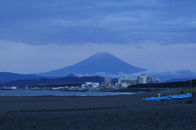 薄暮の富士山