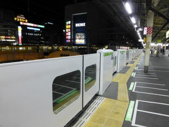 列車非常停止ボタンJR高田馬場駅1110243