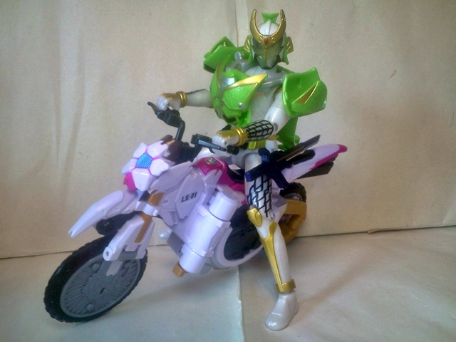 AC05仮面ライダー斬月メロンアームズ32