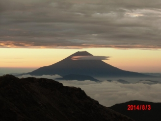 悪沢岳近くから朝の富士+-CIMG0801_convert_20140805221746