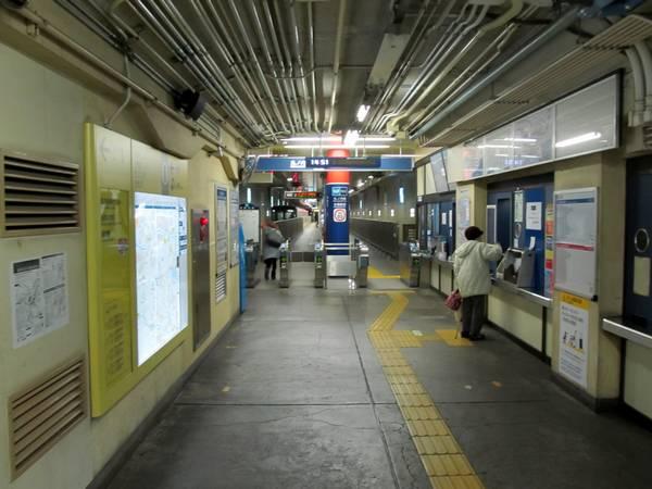 方南町駅終端側の改札口。売店などは無く、簡素な設備となっている。