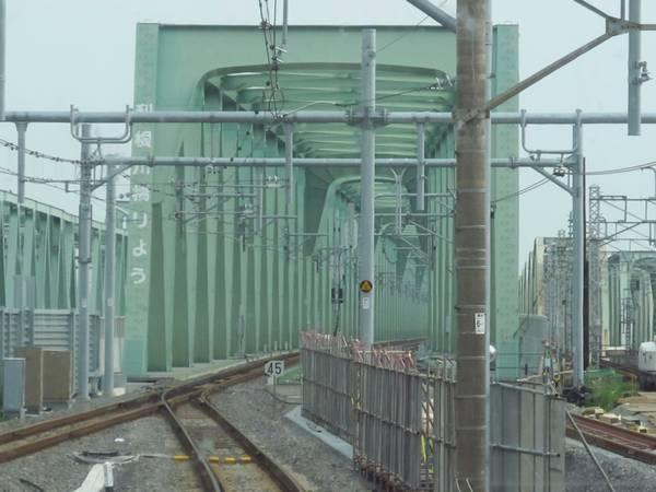 取手駅を発車。上り本線との合流部分は制限速度が35km/hから45km/hに向上した。
