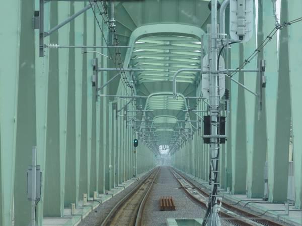 新橋梁の入口には下り線の取手駅第一場内信号機が設置済。
