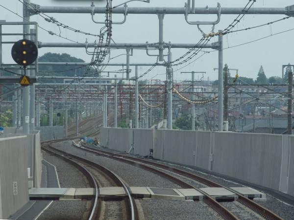 天王台駅側の取り付け部分は半径1800mのS字カーブとなっており速度制限は無い。