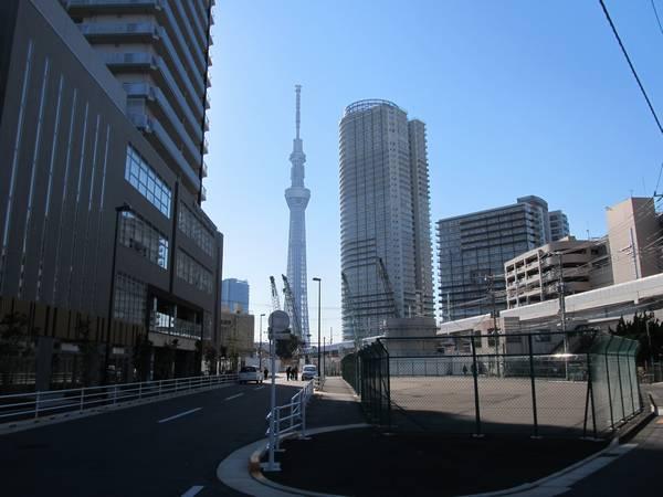 駅前広場の予定地から見た東京スカイツリー