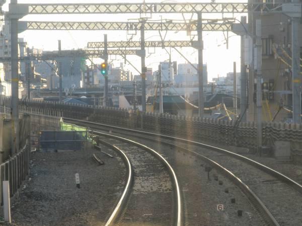 平和島→大森町の下り列車前面展望。左は旧地上下り線跡地で、今後本設下り線が敷設される。