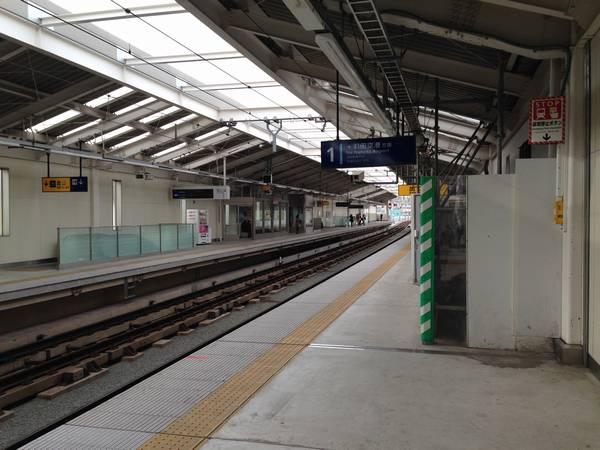糀谷駅ホーム。2012年の高架化以降大きな変化はない。
