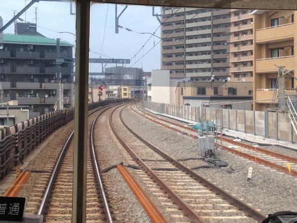 同じ場所の2014年6月22日の様子(上り列車前面展望)。本設下り線の軌道敷設が進んでいる。