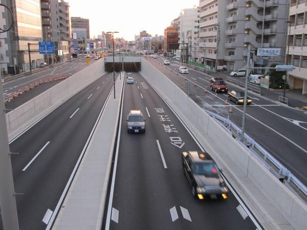 京急蒲田駅の高架化と並行して行われていた第一京浜と環状8号線の立体交差化も2012年12月に完成を迎えた。