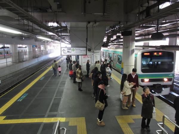 日暮里駅常磐線ホーム。左側が拡幅された上り線(3番線)。