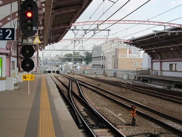 梅ヶ丘駅のホーム端から世田谷代田駅方向を見る。