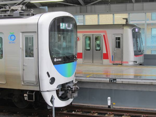 西武鉄道の最新車両30000系と乗り入れ開始から1年が経った東急5050系