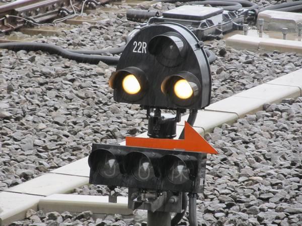 3番線の大泉学園方の端に設置されている入換信号機。進路表示器は左から「5」「6」「保」と書かれている。