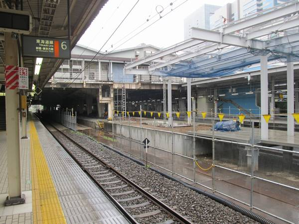 7・8番線横浜寄りのホーム端も改築が進行中。