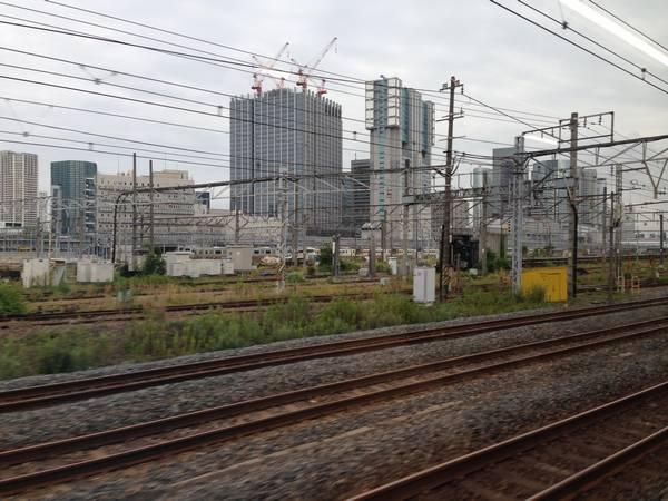 山手線田町→品川の車内から見た旧田町車両センター。徐々に施設の撤去が進む。