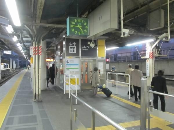 東海道線ホームに新設されたエレベータ