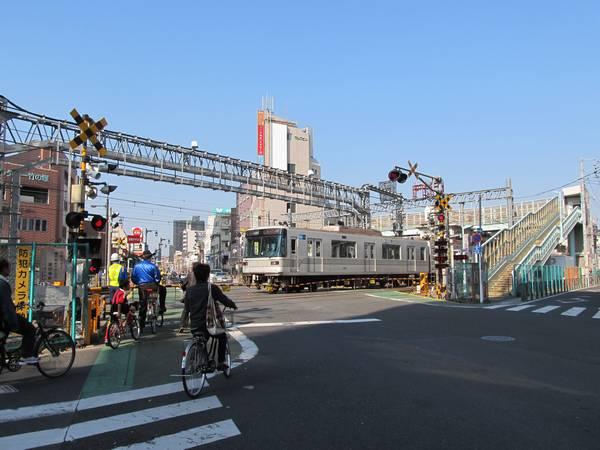 竹ノ塚駅浅草方にある伊勢崎線第37号踏切。10年前に死傷事故が発生した踏切。