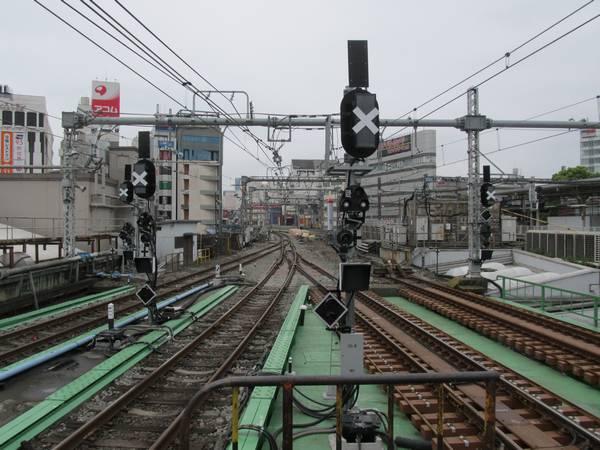 上野駅7・8番線のホーム端から東京方面を見る。