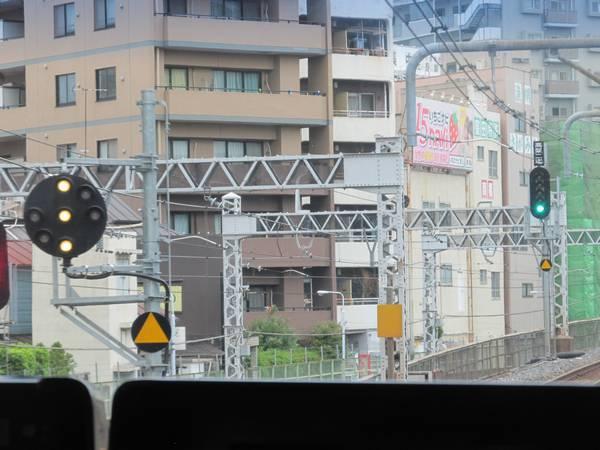 使用を開始した上野駅常磐線(新)第二場内信号機とその中継信号機