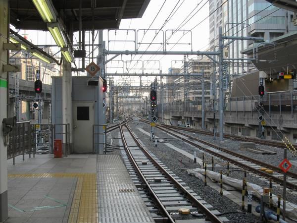 東京駅ホーム端から上野方面を見る