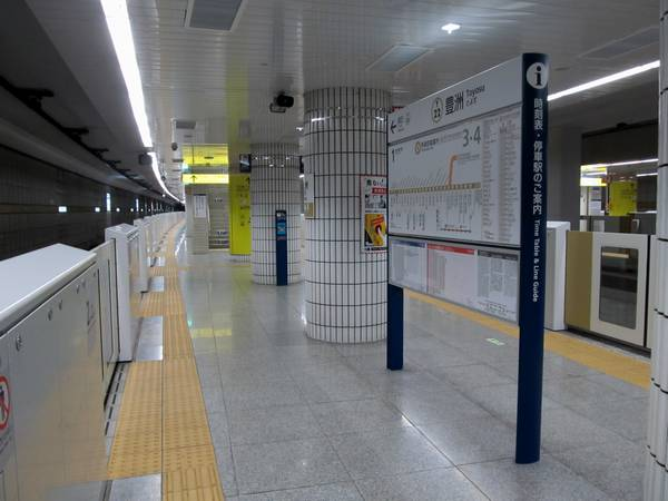 改良工事が完成した豊洲駅。