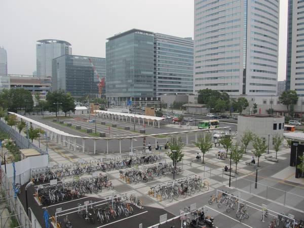 豊洲駅前広場。現在は地下駐輪場の工事のため閉鎖中。
