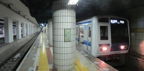 地下鉄8号線用スペースにも線路が敷設された豊洲駅