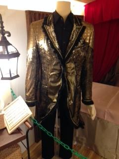 サロンパス衣装2