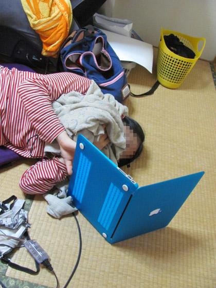 寝っ転がりノートPC