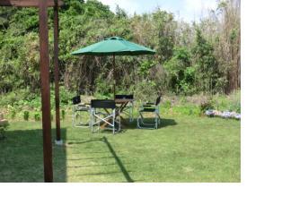 庭にいテーブル