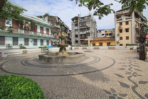 マカオ歴史市街地区と波型装飾タイル-2