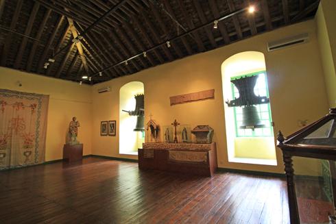 マカオ歴史市街地区と波型装飾タイル-11