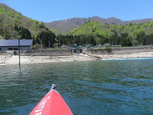 発電所の放水溝、今の時期湖の水位がとても低くなっています。
