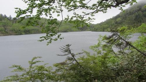 2014年6月28日風吹岳開山祭 満々と水を湛える風吹大池 (500x281)