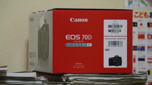 EOS70Dbox.jpg
