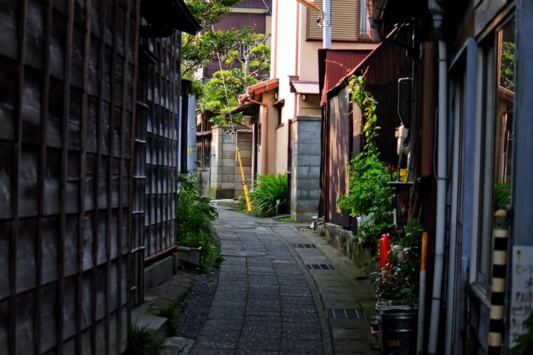 住宅の路地裏