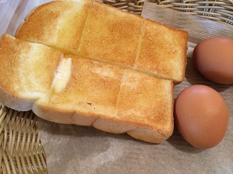 コメダ珈琲のモーニングのトーストとゆで卵