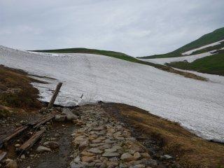 s02雪渓が続く