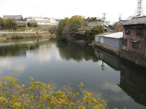 池之側(外堀)
