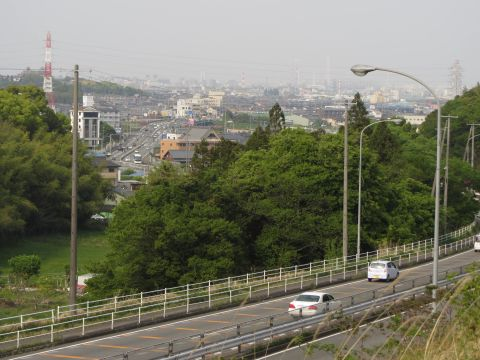 旧東海道より四日市市街を望む