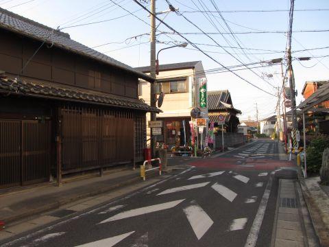 旧東海道 近鉄泊駅入口