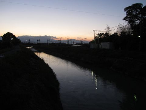 鹿化川夕景
